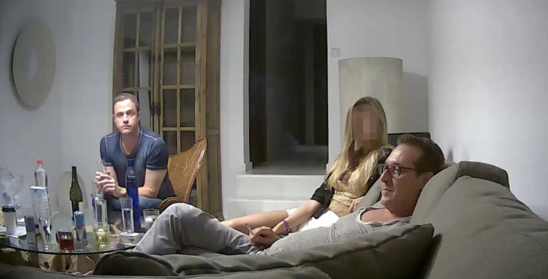 Een video met onder meer Heinz-Christian Strache (r.) nekt de Oostenrijkse coalitie. Beeld der spiegel