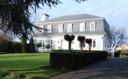 Het landhuis in Maaseik staat te koop voor 489.000 euro.
