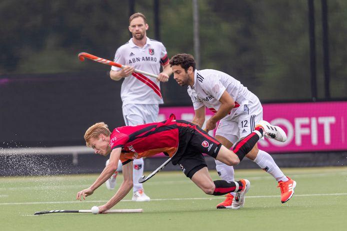 Joep de Mol van Oranje-Rood struikelt tegen Amsterdam.