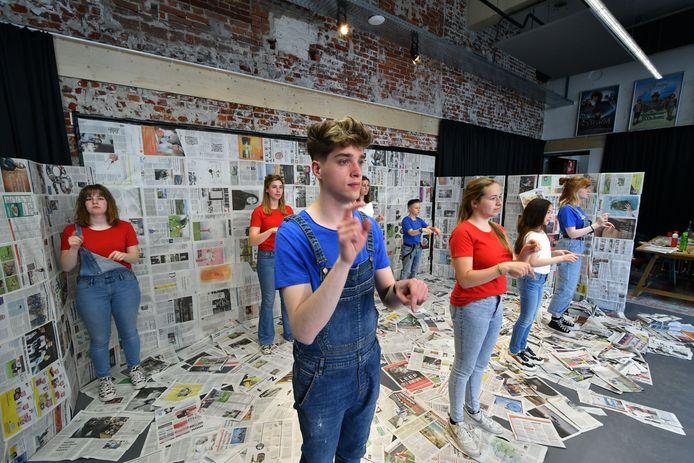 Jongeren spelen op 4 mei live online een theaterstuk over de pers in oorlogstijd. Een nieuwe manier van herdenken onder de naam Theater na de Dam.