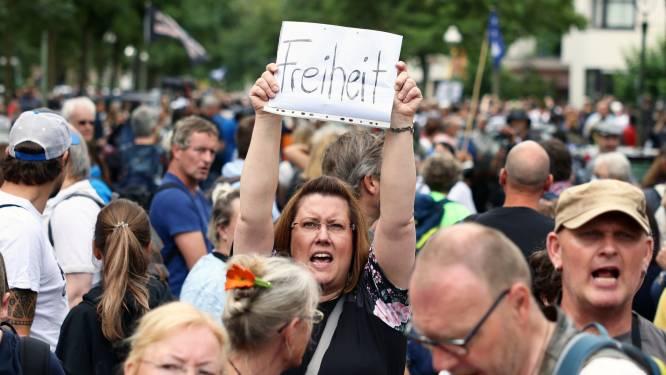 Honderden mensen opgepakt na verboden coronabetogingen Berlijn