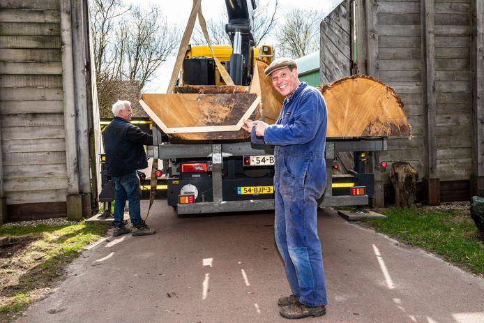 Alexander Vos toont enthousiast de mal van de Zwammerdam 3.