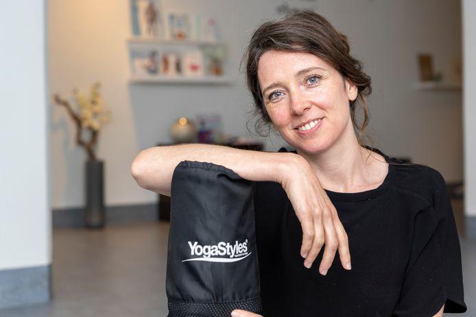 Willemijn Schiettekatte heeft haar eigen yogastudio in Zierikzee.
