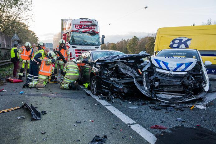 De ravage was enorm bij het ongeluk tussen de afslag De Meern (A12) en knooppunt Oudenrijn.
