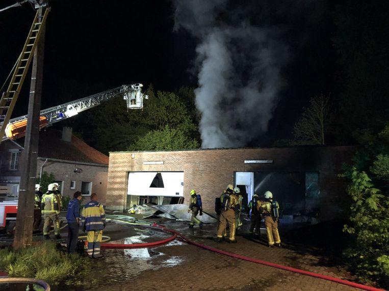 De brand bracht een cannabisplantage aan het licht.
