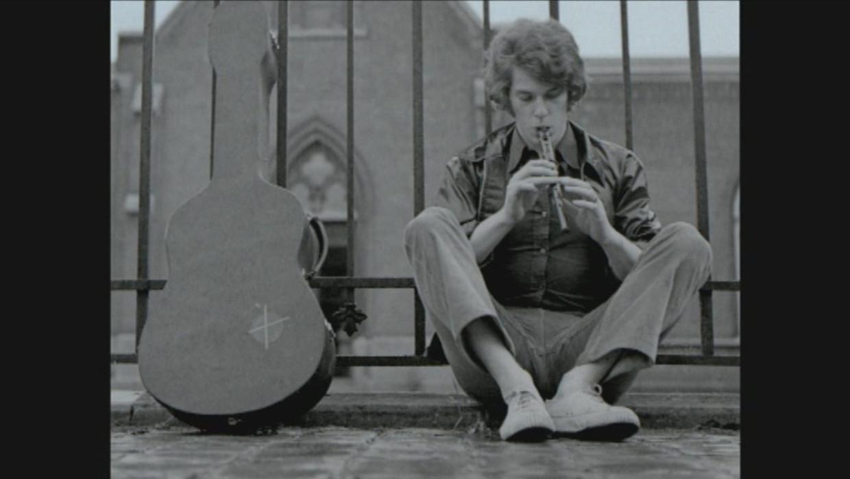 Wim De Craene, de zanger die tegen wil en dank uitgroeide tot een van de iconen uit de kleinkunst.   Beeld RV
