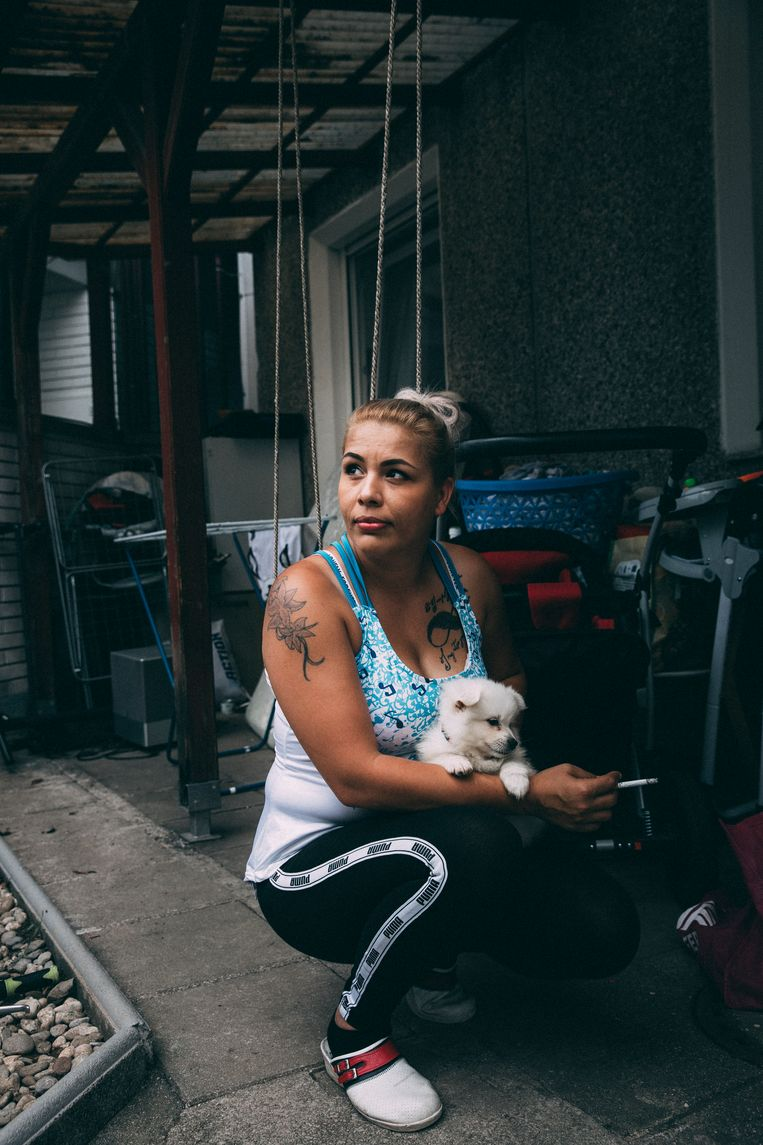 Hamida Ajrizi: 'Tot 2007 heb ik als een hond geleefd.' Pas sinds dat jaar heeft ze het recht in Slovenië te verblijven. Beeld Marlena Waldthausen