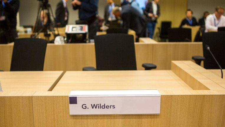 Voor aanvang van de eerste zittingsdag van het proces tegen Wilders. Beeld Julius Schrank