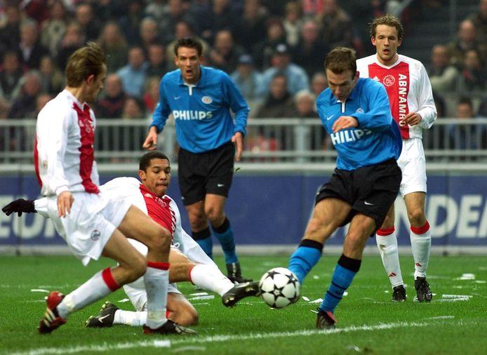 Arjen Robben scoort tegen Ajax.