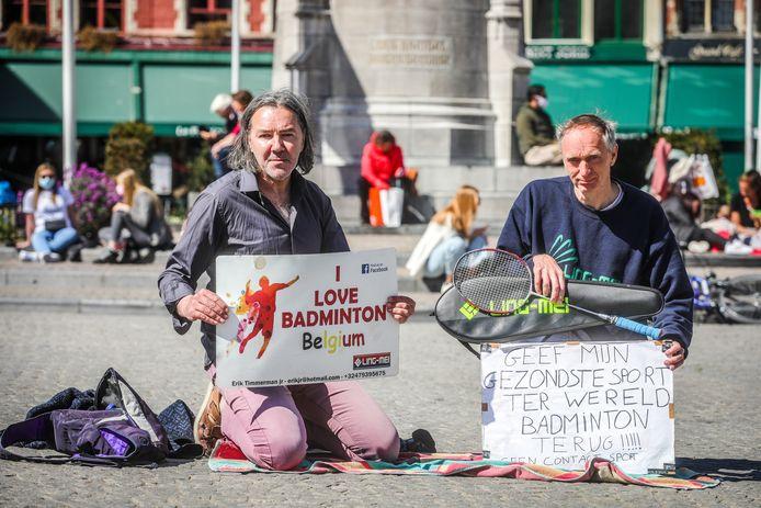 Erik Timmerman (rechts) kreeg vrijdag op de Brugse Markt het gezelschap van sympathisant Jean Marc Mosar.