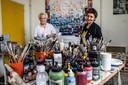 Devedzic (l) en Kortenhorst hebben hun atelier al bijna tien jaar op deze plek in Keizerslanden.