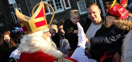 Handjes en high-fives van de Sint in Valkenswaard