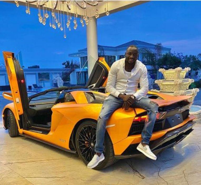 Genius 'Ginimbi' Kadungure met zijn oranje Lamborghini. Beeld Instagram