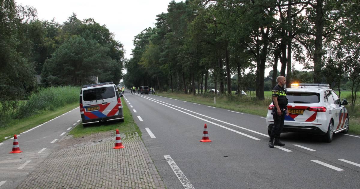Motorrijder gewond naar ziekenhuis na botsing met automobilist.