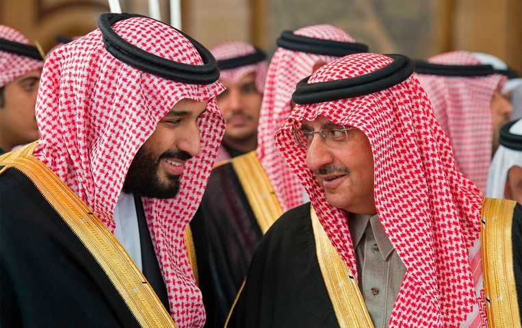 Mohammed bin Nayef (r) werd in 2017 afgezet en vervangen door de huidige kroonprins, Mohammed bin Salman (l). Beeld AFP