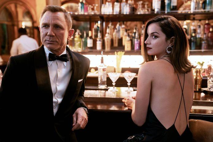 Daniel Craig di Ana de Armas