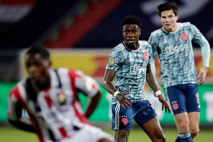 Quincy Promes (midden) kwam vanavond met Ajax in actie tegen Willem II.