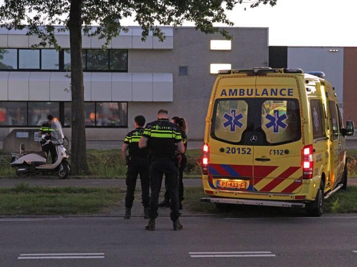 Scooterrijder gewond door botsing tegen boom in Waalwijk