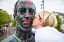 De meest gekuste en versierde man van Tilburg dit weekend.