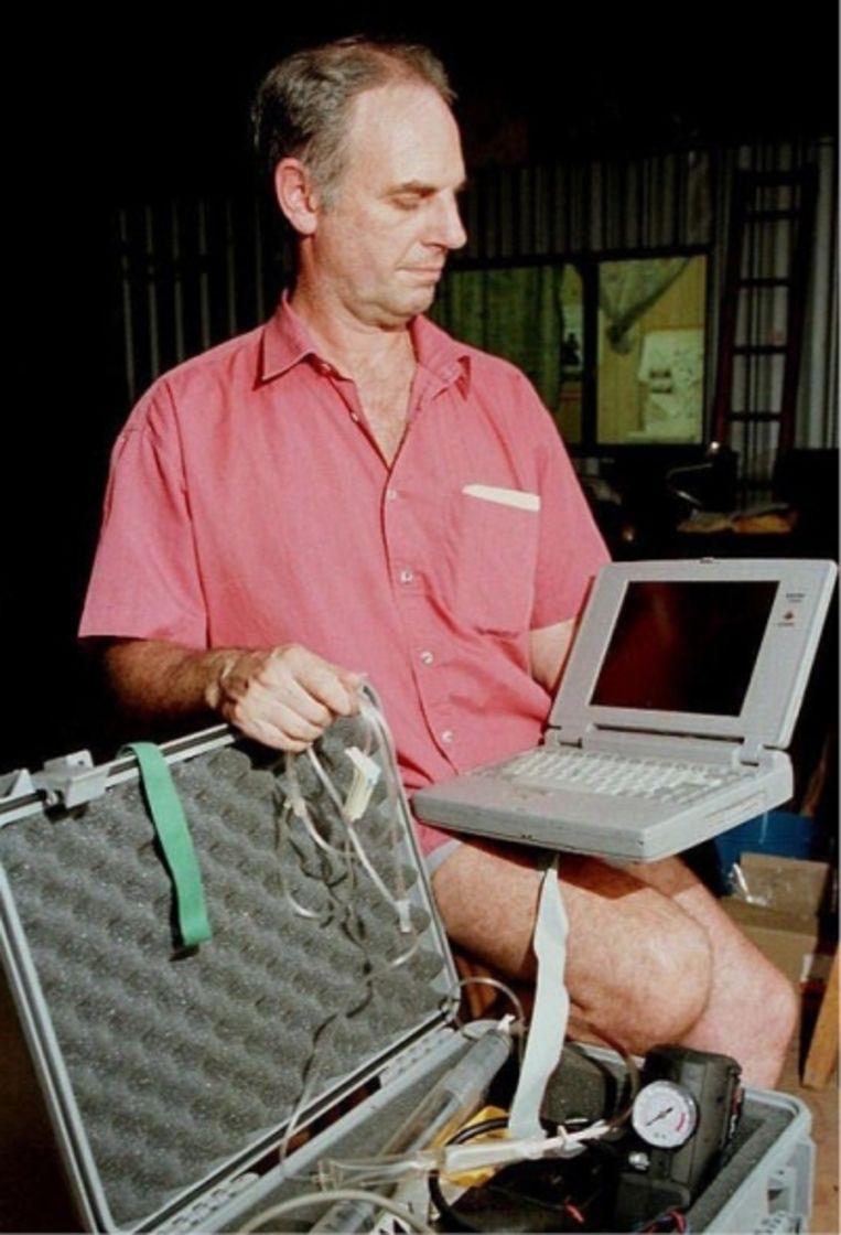 'Mijn eerste euthanasieën voerde ik uit met de Deliverance Machine, een laptop die de patiënt zélf kon bedienen'   Beeld