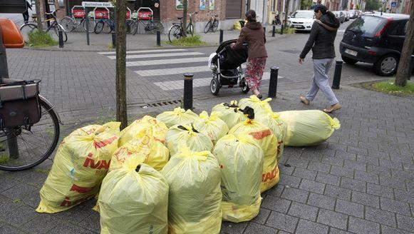 De VVSG heeft geen zicht op de tarieven voor de dienstverlening, zoals de prijs voor vuilniszakken.