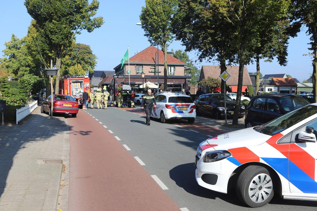 Het ongeluk op de Dorpsstraat in Harskamp.