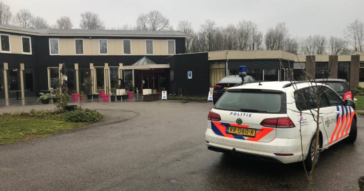 Bekende broers Azimi aangehouden, politie in hotel op zoek naar administratie in fraudeonderzoek - AD.nl