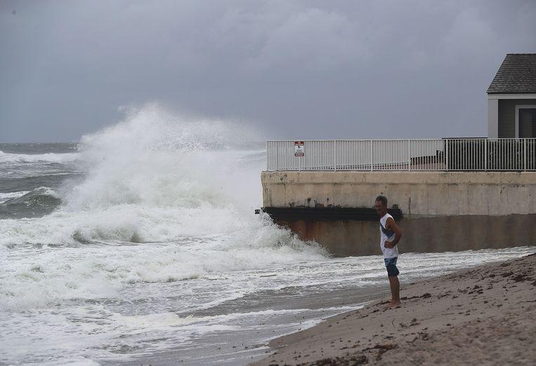 Orkaan Matthew nadert de kust van Florida, hier in het stadje Jupiter. Beeld Getty Images