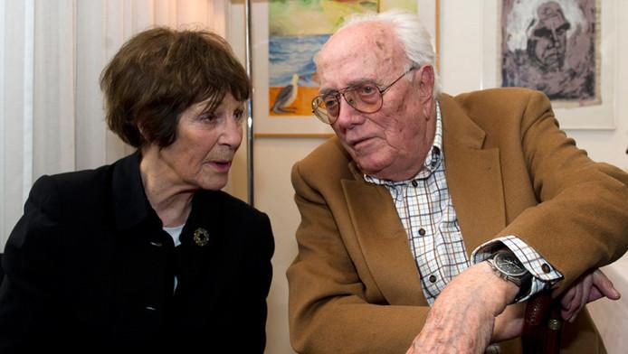 Mies Bouwman (l) en haar man voormalig regisseur Leen Timp