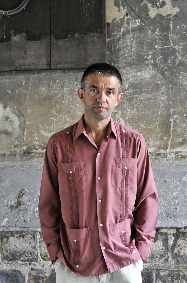Philippe Lançon, enkele jaren voor de aanslag. De schrijver wil zich na tig gezichtscorrigerende operaties nog altijd niet opnieuw laten fotograferen.  Beeld BELGAIMAGE