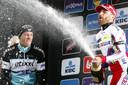 Niki Terpstra viert het feestje met winnaar Luca Paolini mee.