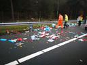 De ravage op de snelweg.
