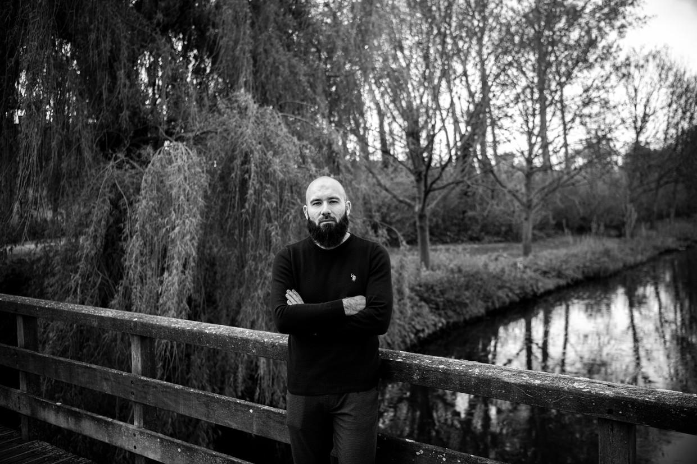 Kasim Tekin: 'Toen ik bij het Haga Lyceum ging werken, dacht ik al dat ik als steunbewijs zou worden gebruikt als ze de school ooit in een kwaad daglicht zouden willen stellen.' Beeld Sébastien Van Malleghem