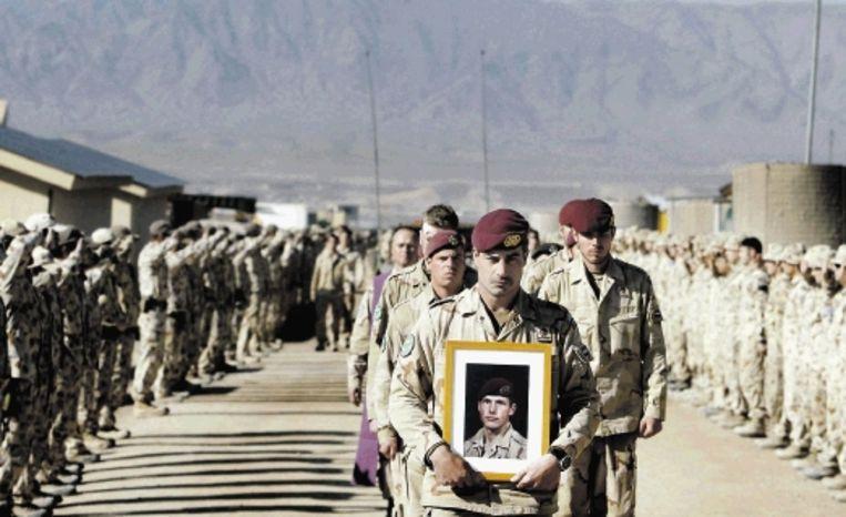 Zes militairen sneuvelden in Afghanistan, onder wie Mark Weijdt. ( FOTO EPA) Beeld EPA