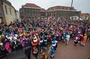 Een flinke menigte verwelkomde de Sint op het Van Heutzsplein.