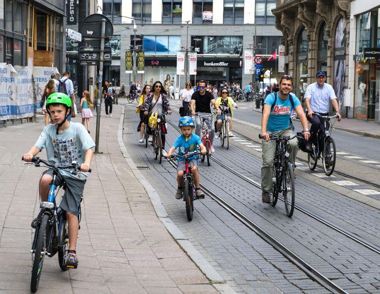 Geen auto's vandaag in de Antwerpse binnenstad. Beeld Benoit De Freine