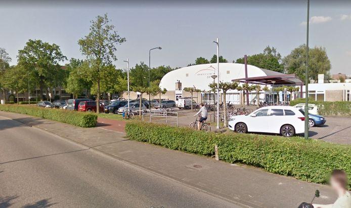 Sportcentrum De Leye kan plat nu op sportpark Den Donk een nieuwe accommodatie voor zwemmers en sporters in gebruik genomen.