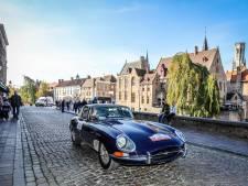 IN BEELD. Zo adembenemend mooi was de passage van honderden exclusieve oldtimers in Brugge