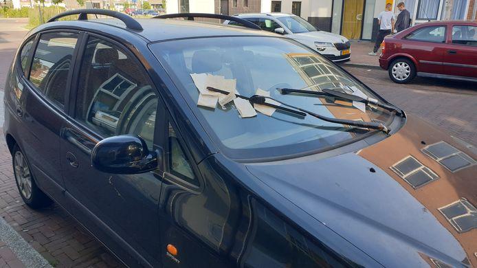 De auto stond al maanden in de Van Lochemstraat en zat onder de boetes.