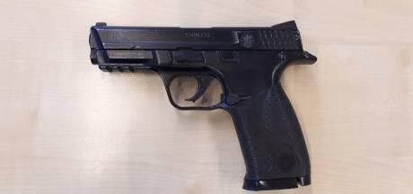 Politie rukt massaal uit naar Varsseveld voor speelgoedpistool