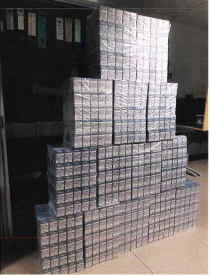 De in beslag genomen sigaretten, 3.500 pakjes in totaal.