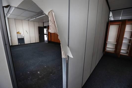 Het inmiddels gehavende interieur van het leegstaande CBS-complex.