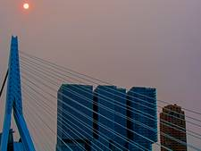 Orkaan Ophelia verandert zon in roodgerande oranje vuurbal