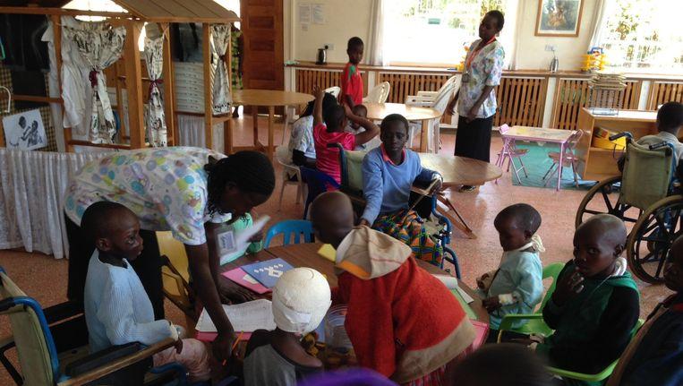 De afdeling kinderoncologie in het Moi Teaching and Referral Hospital in Eldoret. Nederlandse artsen van het VUmc delen hun kennis met de Keniaanse kinderartsen. Beeld VUmc