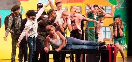 Spelen op echt theaterpodium: groep 8 Dirk van Veenschool schittert in Chassé Theater in eindmusical