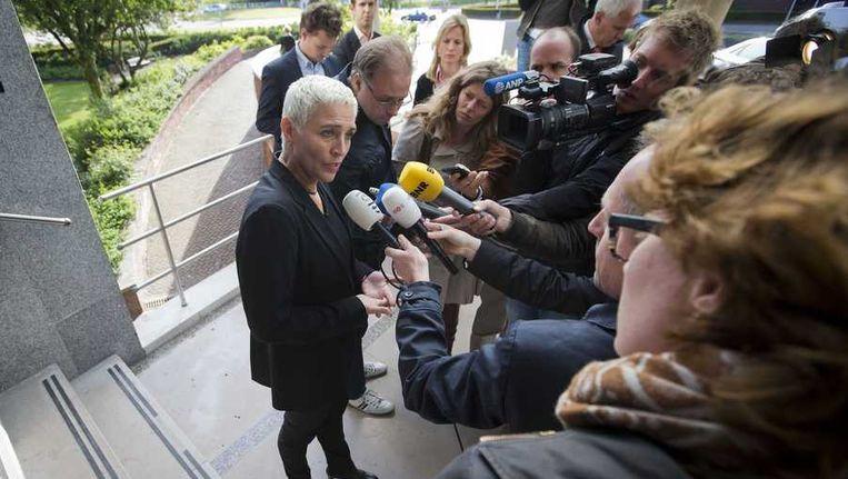 Staatssecretaris van Infrastructuur en Milieu Wilma Mansveld staat de pers te woord na overleg met de directie en raad van commissarissen van de NS. De NS-top wil stoppen met de hogesnelheidstrein Fyra. Beeld anp