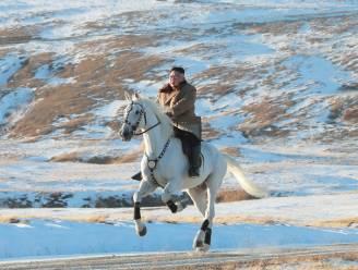 FOTO's: Kim Jong-un beklimt Korea's heilige berg te paard