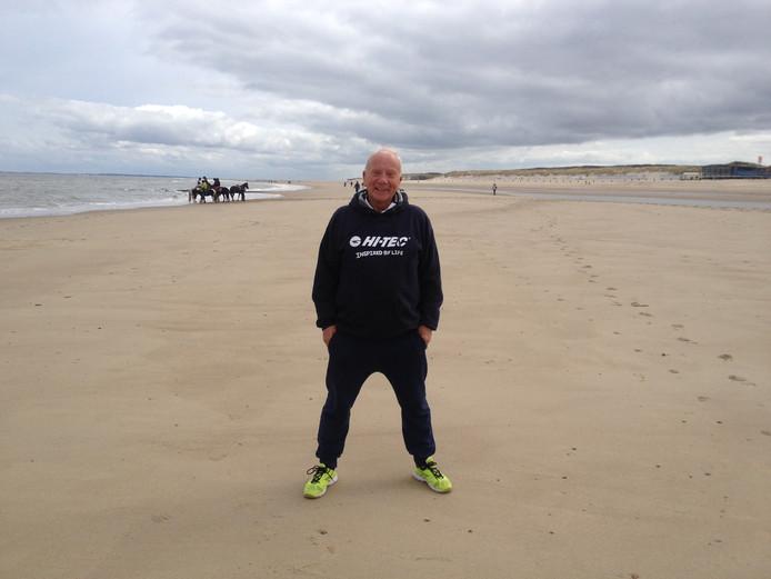 Frank van Wezel geniet iedere keer weer als hij in Zeeland is. De ondernemer is met HI-TEC al 18 jaar sponsor van zaterdag-tweedeklasser Oostkapelle.