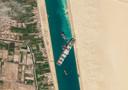 """Le 23 mars dernier, le porte-conteneurs """"Ever Given"""" s'est échoué à la suite de fortes rafales dans le canal de Suez."""