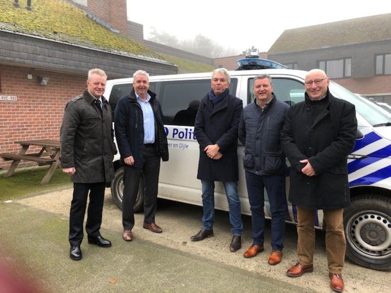 Korpschef Peter Vanhoyland samen met burgemeester van Tervuren Jan Spooren (N-VA), burgemeester van Huldenberg Danny Vangoidtsenhoven (Open VLD), burgemeester van Bertem Joël Vander Elst (Open VLD) en burgemeester van Oud-Heverlee Adri Daniëls (CD&V).